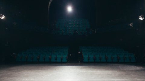 Pandemi tiyatro ve müzik sektörünü vurdu! 'Plajdaki kalabalığa göz yumup...'