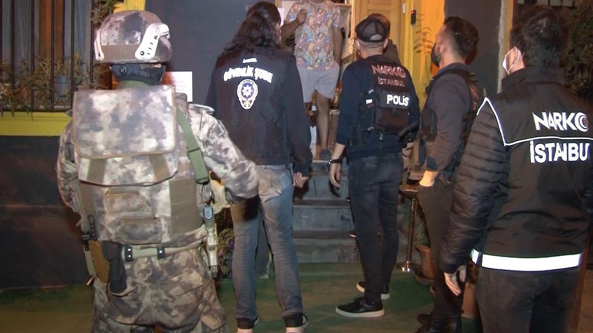 Beyoğlu'nda uyuşturucu tacirlerine operasyon