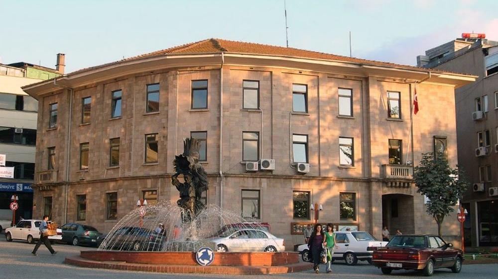 'AKP'li belediye çıkardığı 100 işçi yerine 100 torpilli işçi aldı'