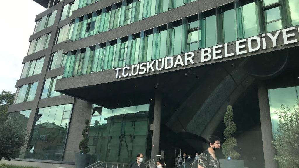 """Üsküdar Belediyesi'nin tabelasına """"TC"""" eklendi"""