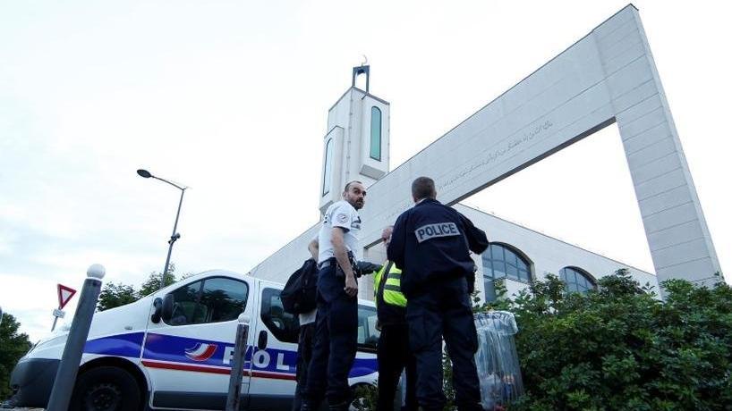Fransa'da camilere yönelik şiddet olayları artıyor