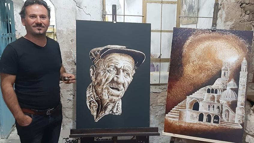 18 yıldır ziftten tablolar yapıyor
