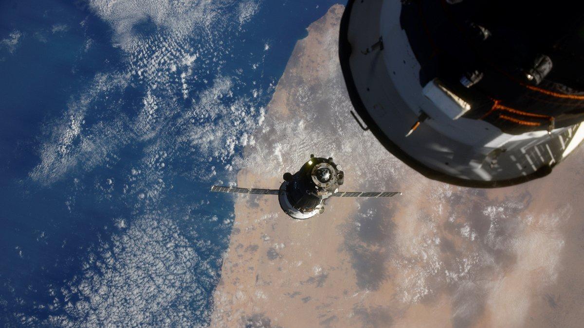 Üç astronot 6 ay sonra yeniden Dünya'da! 'İkinci dalga'nın içine düştüler...