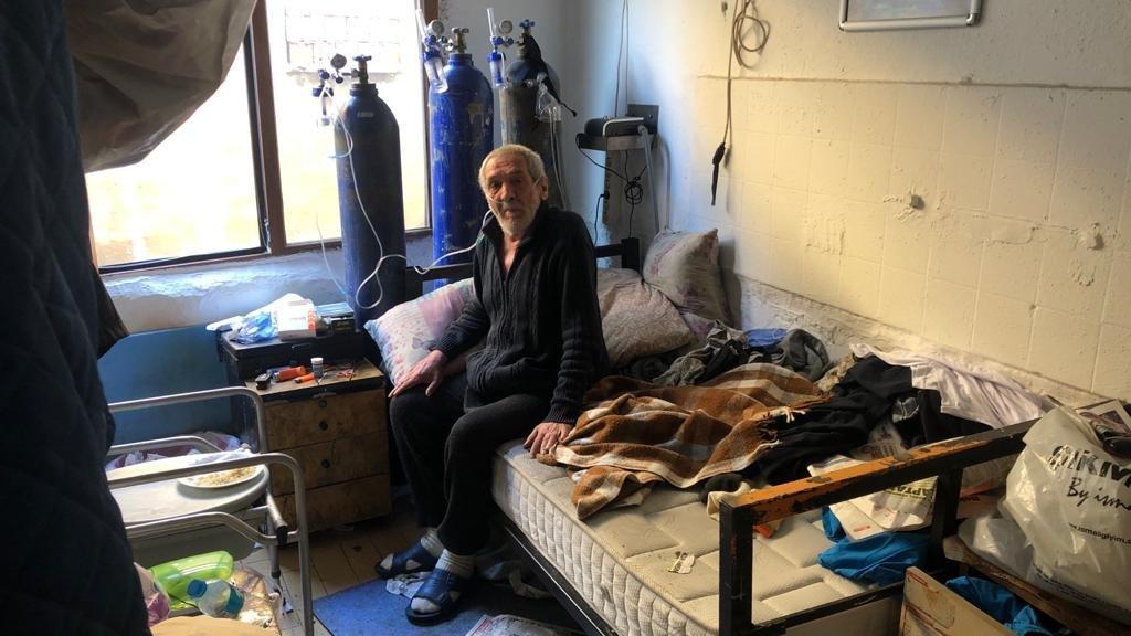 73 yaşındaki uyuşturucu satıcısı oksijen tüpüne bağlı yakalandı