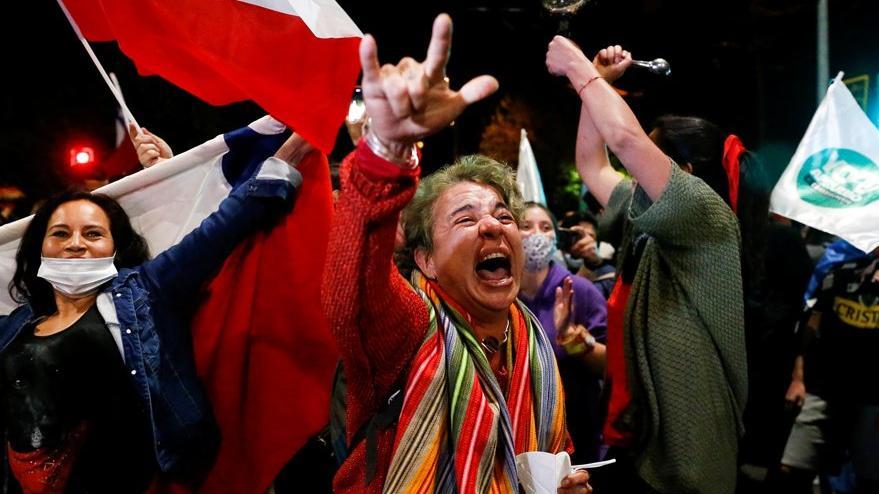 Şili'de referandum kutlaması: Pinochet anayasası değişecek