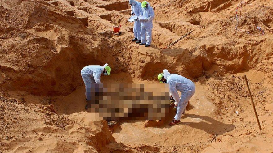 Libya'da savaşın izleri gün yüzüne çıkıyor! Dört toplu mezar daha bulundu