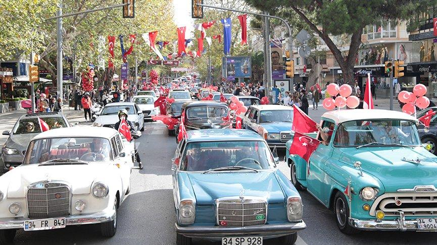 Klasik otomobillerden Cumhuriyet Konvoyu