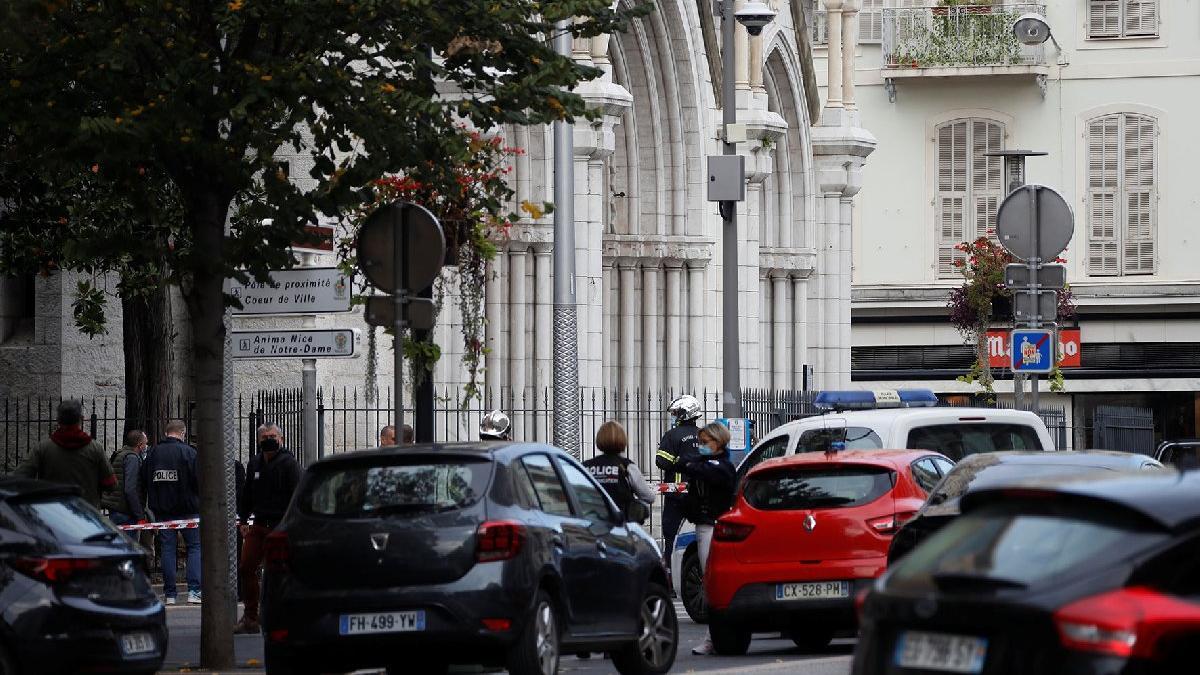 Fransa'da kilise yakınlarında bıçaklı saldırı
