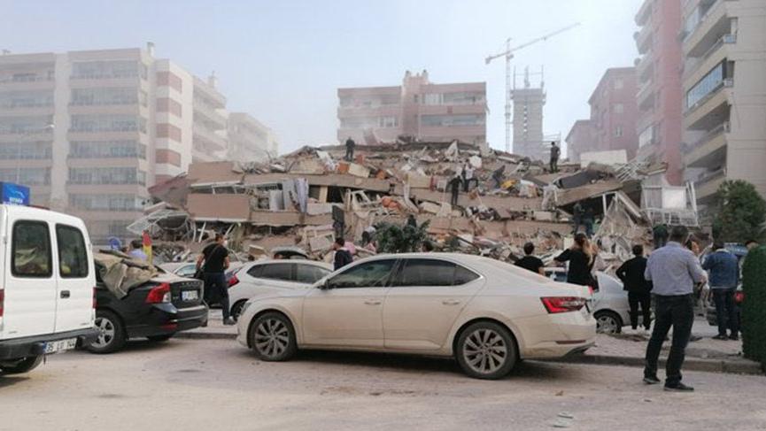 İzmir'de 6.6 büyüklüğünde deprem! İstanbul'da da hissedildi!