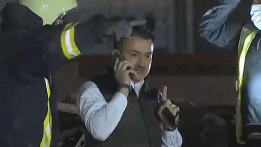 Tarım Bakanı Pakdemirli enkazın üzerine çıkıp telefonla konuştu