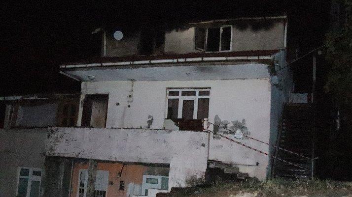 Çatı katı yangınında anne öldü, oğlu yaralandı