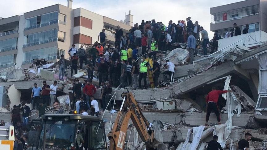 İzmir'deki depremde can kaybı 24'e yaralı sayısı 804'e yükseldi