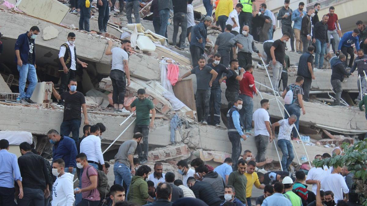 İzmir depremiyle ilgili tahrik edici paylaşımlarda bulunan 2 kişi tutuklandı