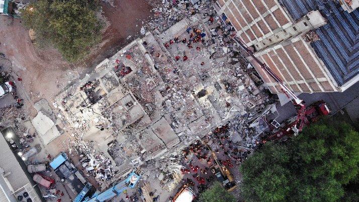 İzmir'deki depremde can kaybı 28'e yükseldi, 885 yaralı