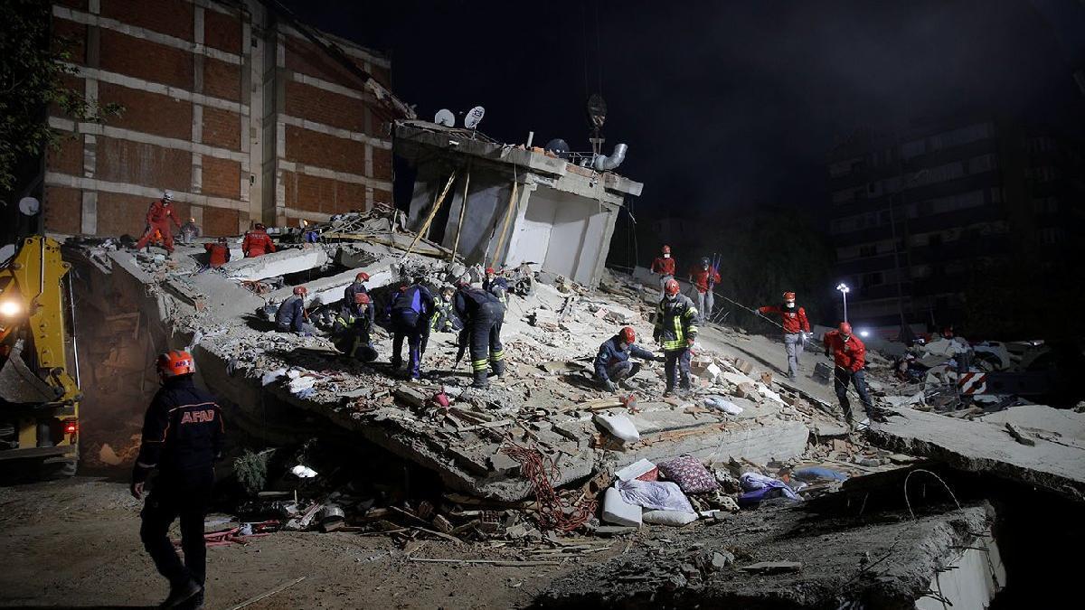 Dünya İzmir'deki felaketi böyle gördü