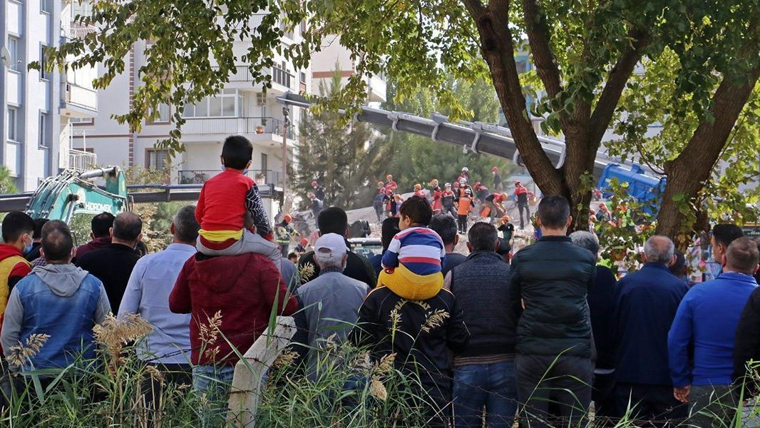 Bakan Koca: İzmir'de şartlar, virüs için elverişli hale geldi