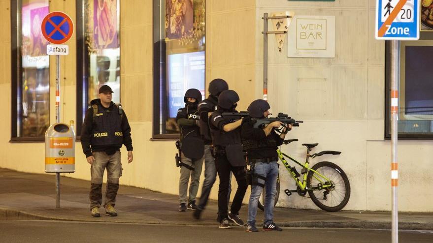 Viyana'da saatlerce silahlar susmadı: Türkçe çığlıklar yükseldi
