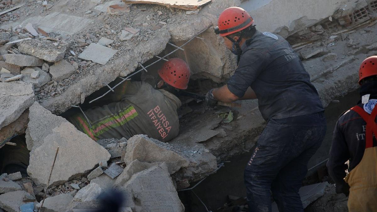 İzmir depreminde can kaybı yükseliyor