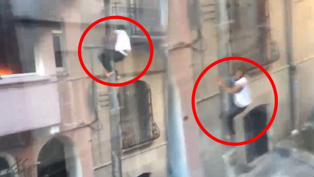 Beyoğlu'nda binada çıkan yangında aydınlatma direğinden kayarak kaçtı