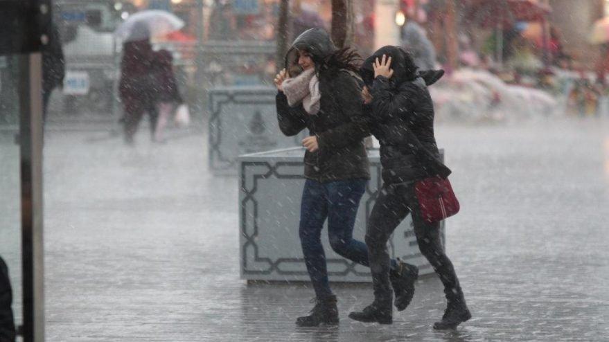 Yağmur ve fırtına yurdu sardı! Günün hava durumu tahminleri