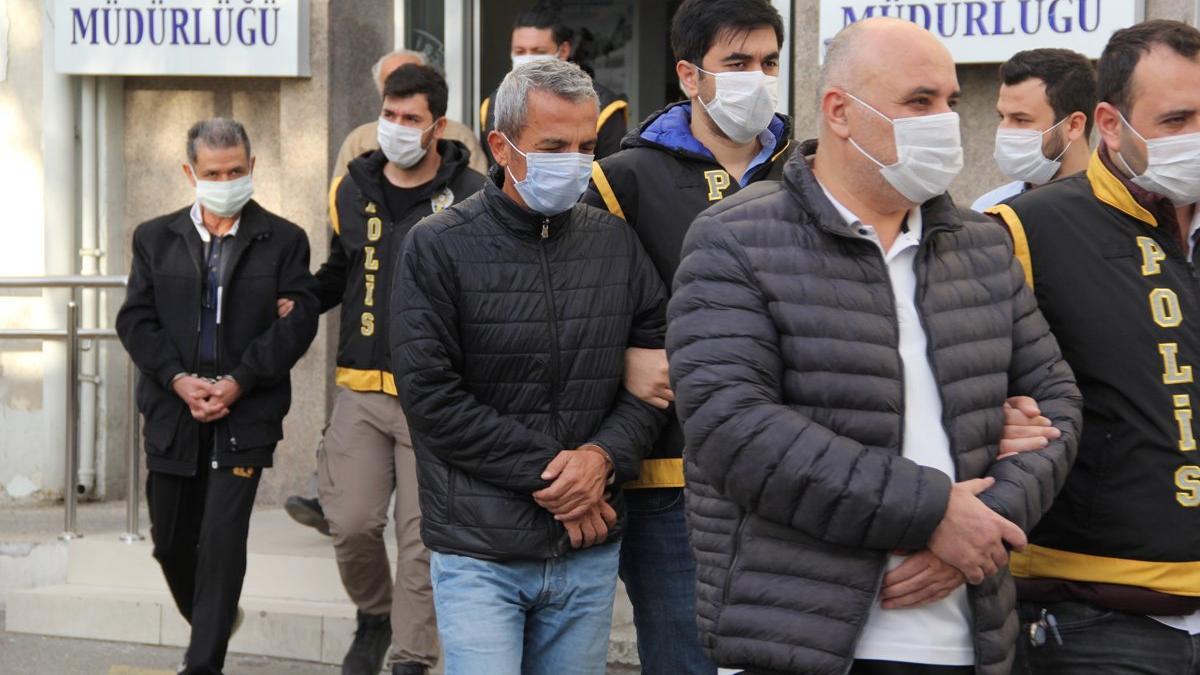 İzmir depremi sonrası gözaltına alınan 9 şüpheli adliyeye sevk edildi