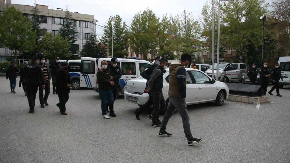 Asker eğlencesinde kendisini uyaran polisleri yaralayan gençler tutuklandı