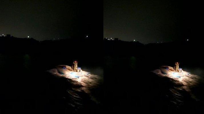 Kaçak midye avcılarının bırakıp kaçtığı tekne battı