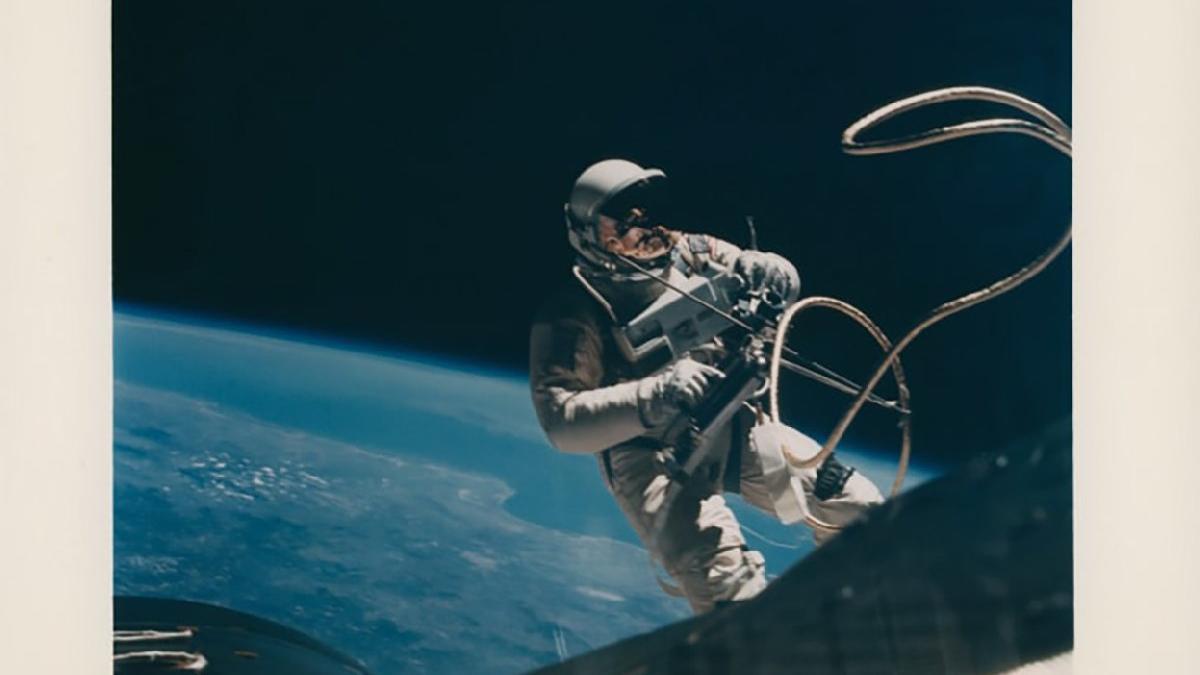 Uzay araştırmalarının paha biçilmez anları... NASA'nın 50 yıllık arşivi açık artırmada
