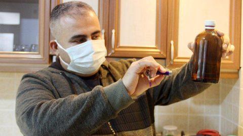 Evini laboratuvara çevirdi, dezenfektan ve cihazlar üretiyor