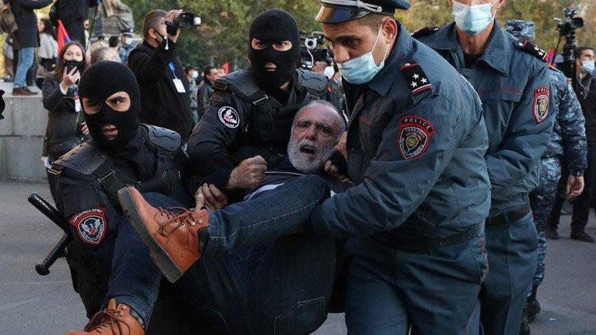 Paşinyan 'hain' ilan edildi! Ermenistan karıştı