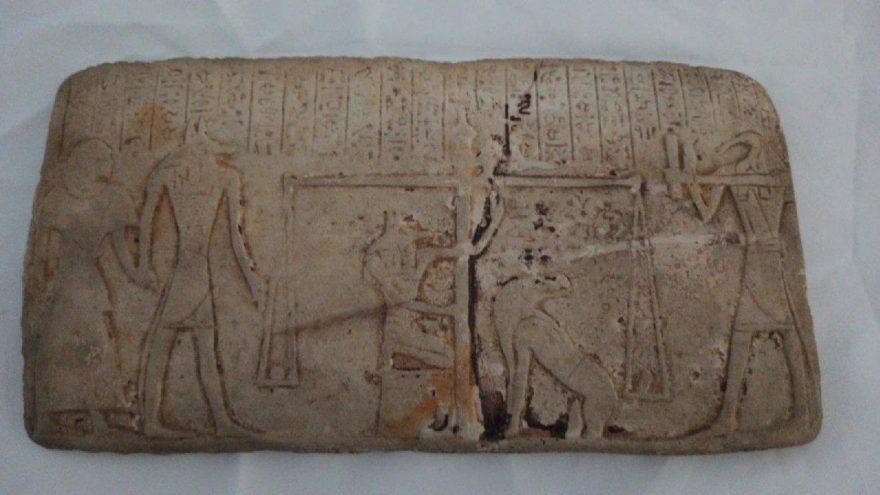 Eski Mısır dönemine ait tableti 1 milyon liraya satmak isterken yakalandılar