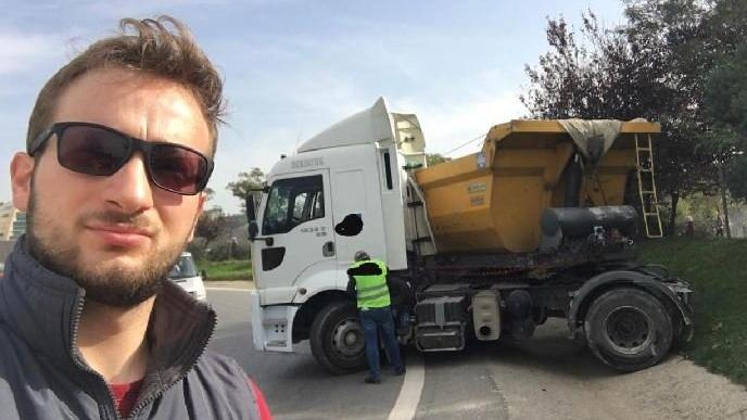 Kaza yapan araçlarla selfie çekmek hobisi oldu