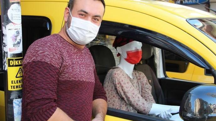 Taksicinin corona önlemi görenleri şaşkına çevirdi