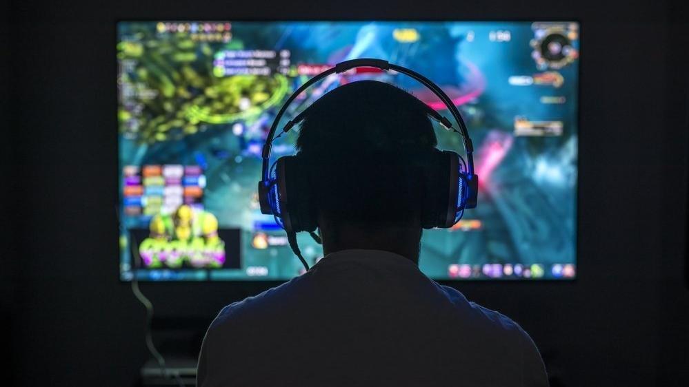 Oxford: Bilgisayar oyunu oynayanlar daha mutlu