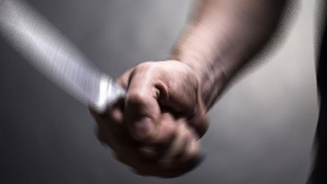 Karantinadaki baba, zihinsel engelli oğlunu bıçakladı