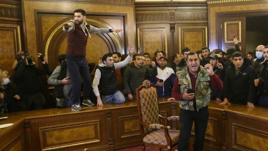 Ermenistan'da erken seçim sesleri yükselmeye başladı