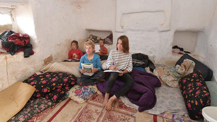 Zor şartlarda yaşayan aile, yeni evlerine kavuştu