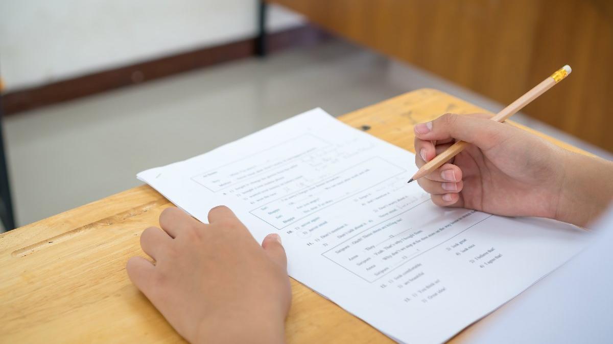 Sınavlar erteledi mi, nasıl yapılacak? MEB'ten sınav açıklaması