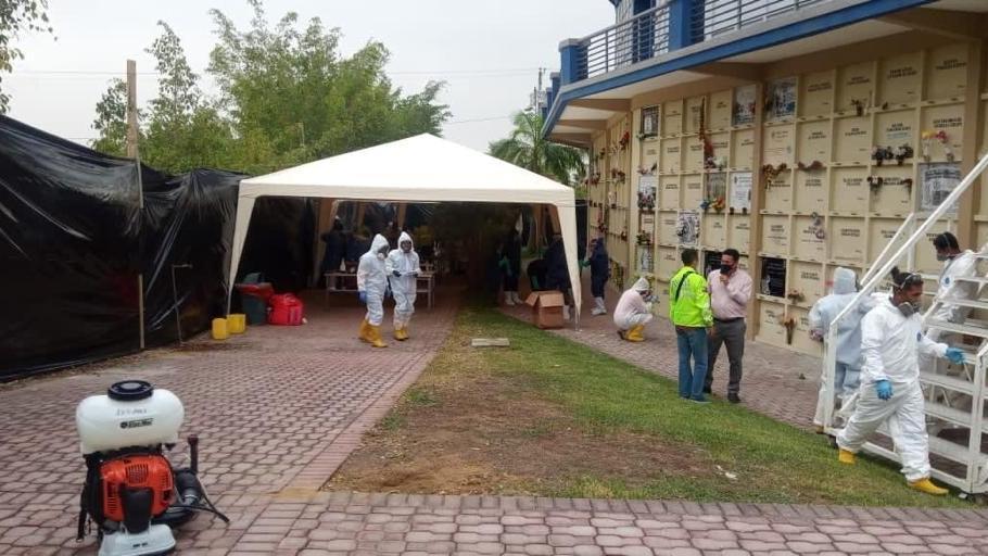 Ekvador'da coronadan ölenlerin mezarları açılıyor
