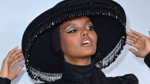 İlk tesettürlü model Halima Aden podyumu bıraktı