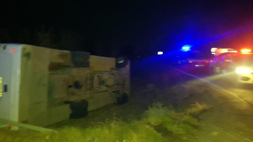 Polis midibüsü devrildi: Bir şehit, 4 yaralı
