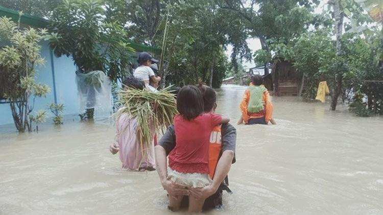 Filipinler'de 1 milyon kişi evini terk etti