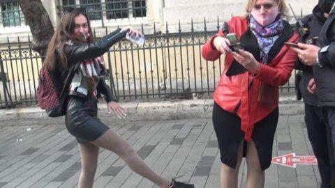 Maskesiz Rus turist ceza kesilince İstiklal'de dans etmeye başladı