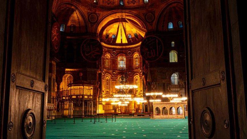 Ayasofya Camii'nin hat levhalarına bakım