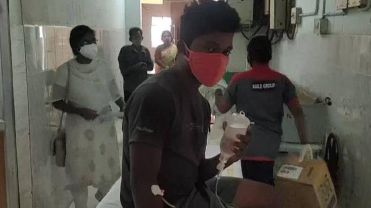 Hindistan'da gizemli hastalık: 300 kişi hastanelik oldu