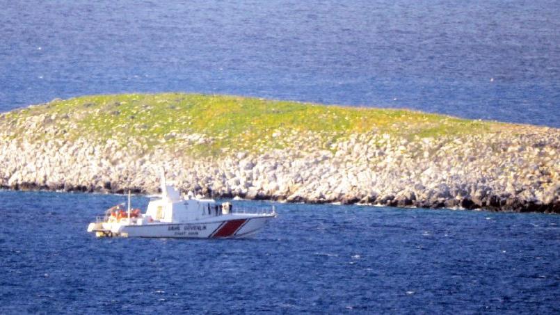 Türk askerinden Kardak'a yakın takip
