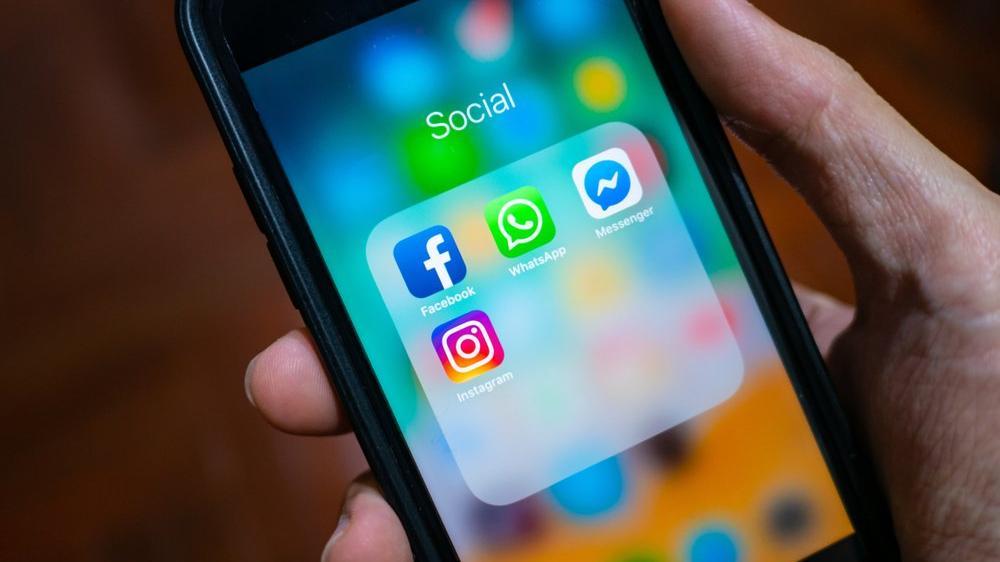 Facebook duyurdu: Messenger ve Instagram çöktü