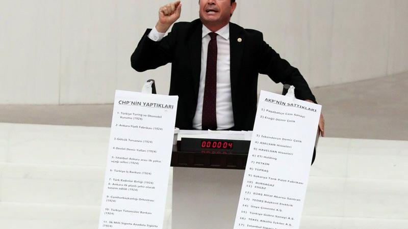 Meclis'te rulolu eylem: AKP'nin sattığı fabrika listesi 13 metre...