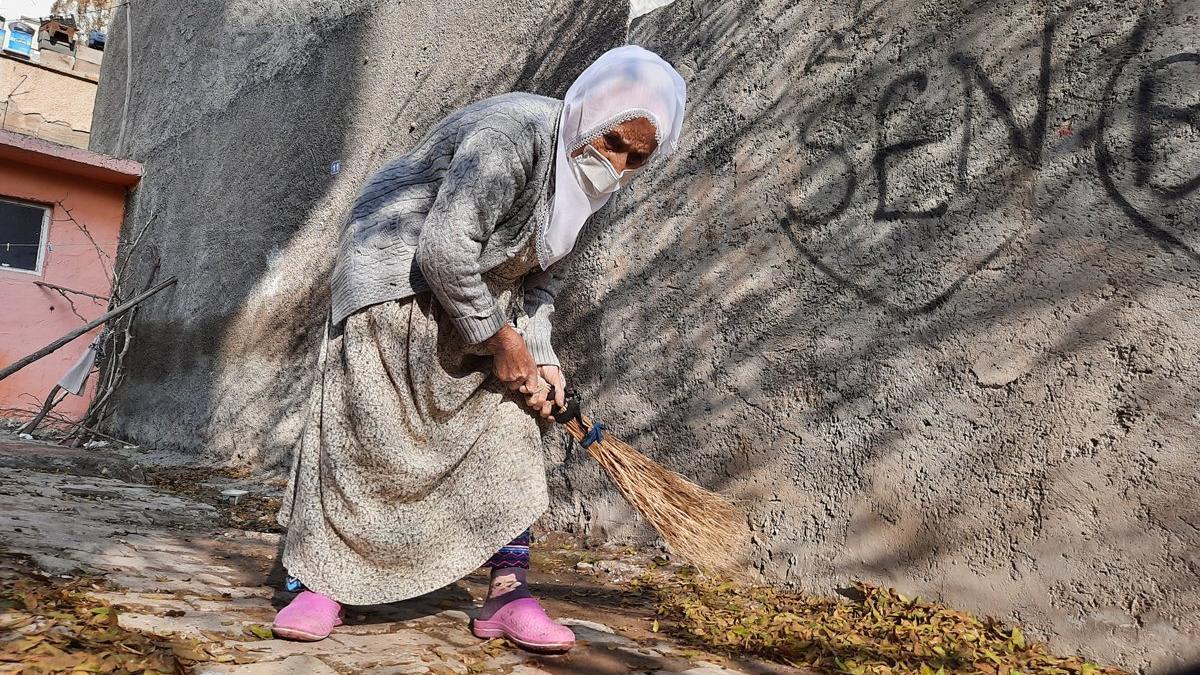 103 yaşındaki Emine nine İspanyol gribinden sonra coronayı da yendi