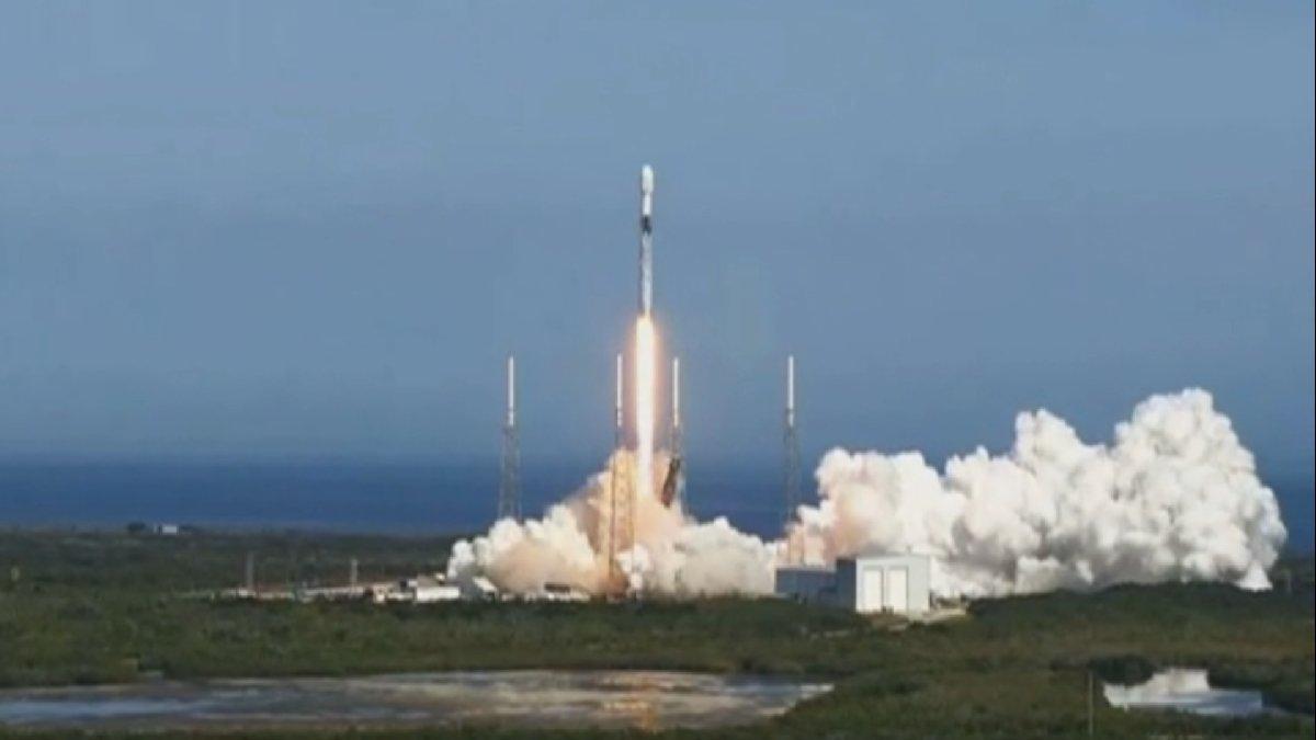 SpaceX, SiriusXM uydusunu başarıyla uzaya fırlattı